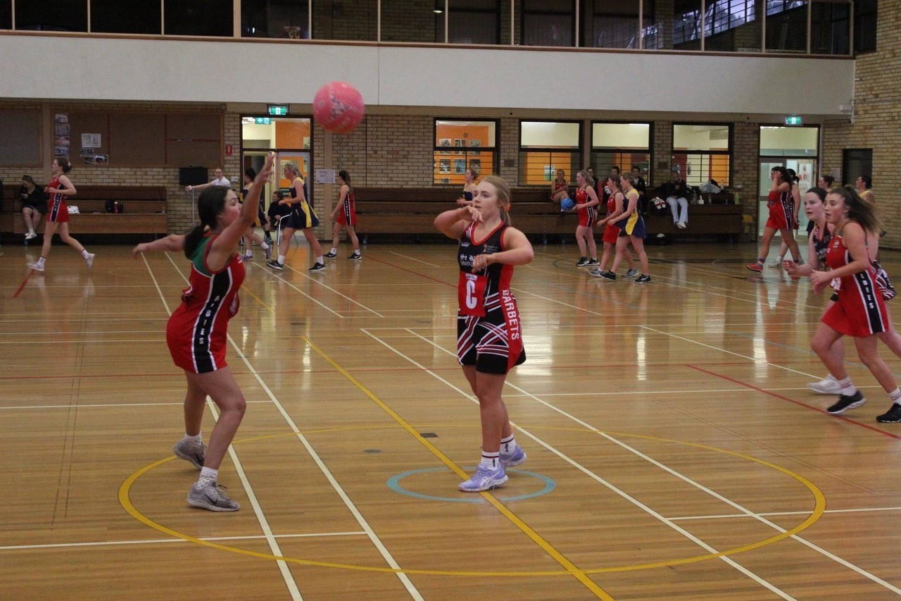 UNE Netball featuring Emma Tudgey